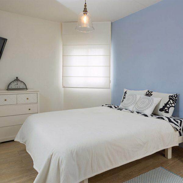 חדר שינה בצבעים מרגיעים