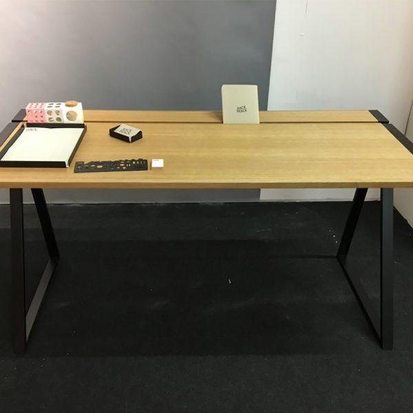 שולחן עבודה שילוב של עץ וברזל