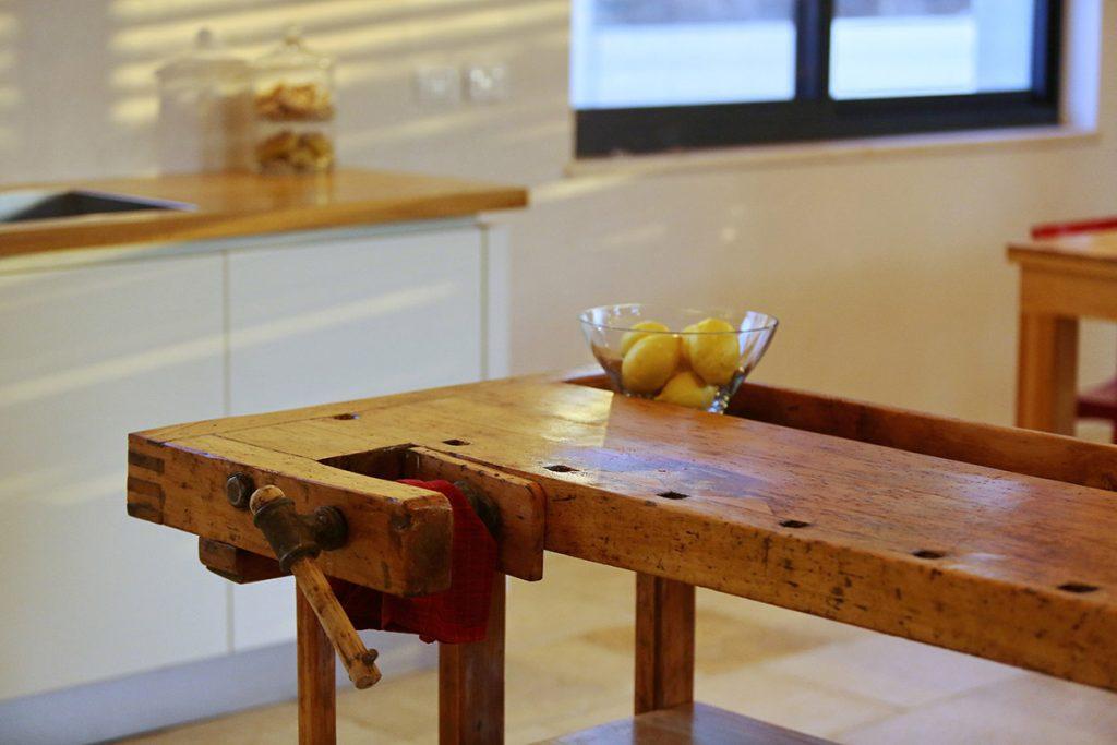 שולחן נגרים - מוקד המטבח