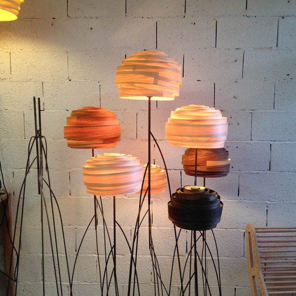 מנורות עמידה מסוגי פורניר שונים