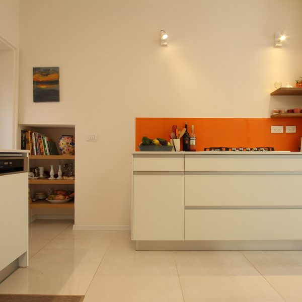 תאורה למטבח - ממוקדת מעל הכיריים