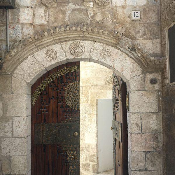 עיצוב דלת ברחוב בית אל