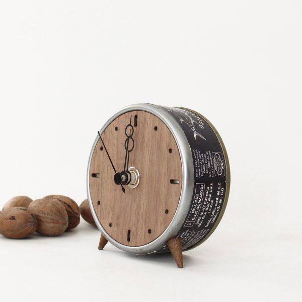 שעון מקופסת טונה ישנה