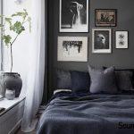 חדר שינה קטן בצבעים כהים