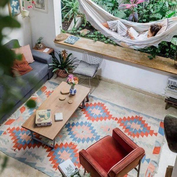 שטיח עם צורות גאומטריות